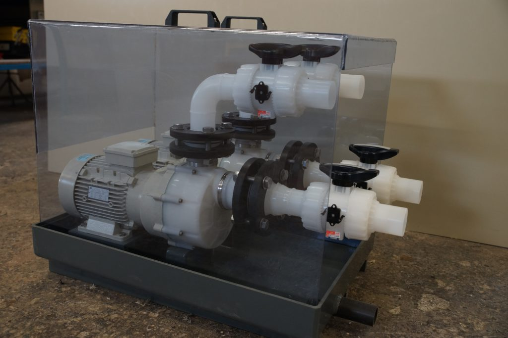 Rétention et carter de pompes d'acide chromique en PVC gris et PVC Transparent